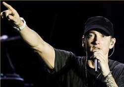 eminem wins artist of the year trophy at youtube awards