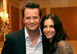 surprise monica and chandler of f.r.i.e.n.d.s. turns lovers