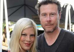 tori spelling has no regrets of revealing her marriage