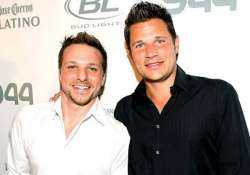 the lachey brothers to open sports bar on jan 1