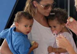jlo looking for good school for twins
