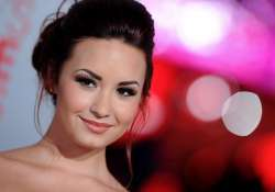 lovato revives strength is her fans