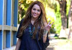 miley cyrus s solo holiday
