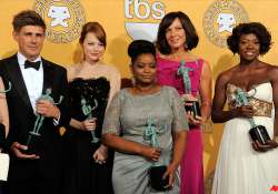 the help dujardin win at lively sag awards