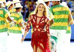 shakira surpasses 100 million likes on facebook