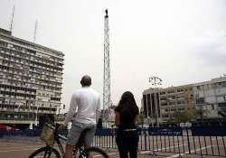 israeli attempts world record by standing on 89 ft tower