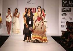 wifw 2015 poonam dubey gives gamcha a fashion debut