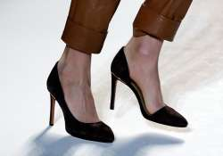 step into spring spirit in pointy toe shoes