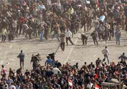 streetfights in cairo as supporters opponents of mubarak