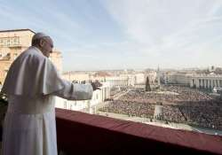 pope francis urges christmas prayers for syria libya peace