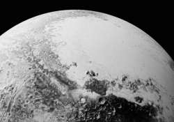 nasa releases new pluto pictures it has earth like