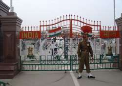 india and pak beefs up security at wagah following let
