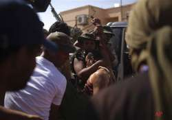 libyan fighters inch forward in gaddafi hometown