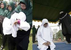 shariah police in indonesia gives 9 lashes to woman for