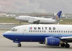 stricken united airlines plane captain dies while piloting