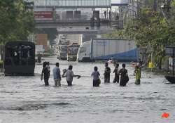 thai pm flooding won t devastate central bangkok
