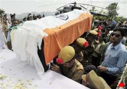 khandu s body arrives in itanagar pm sonia to pay homage
