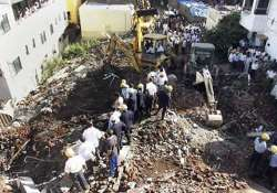 death toll in pune building collapse climbs to 10