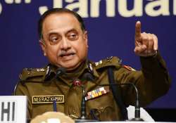 delhi police chief says he won t quit
