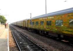 delhi pune duranto express engine derailed