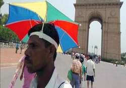 delhi sizzles as mercury touches high of 43.2