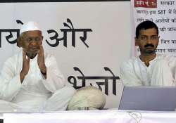delhi police asks team anna to hospitalize kejriwal and