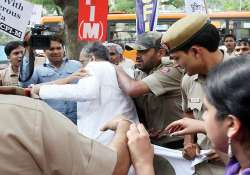 five sfi activists arrested for heckling mamata minister