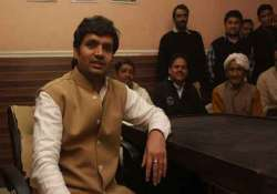 independent mla rambir shokeen to withdraw support to aap