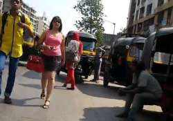 this girl walks down on mumbai streets for 10 hours and