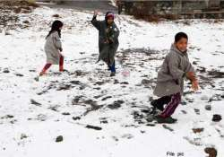 snowfall continues in kashmir valley