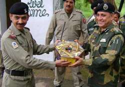 indian pakistani armies exchange sweets on loc