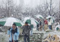 himachal slightly warmer snowfall in store