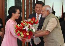 humming a song chinese first lady charms indian children