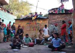 know about the colony of jugglers in delhi