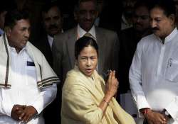 mamata bans english dailies in state libraries