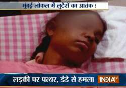 mumbai woman attacked from outside in a moving train robbed