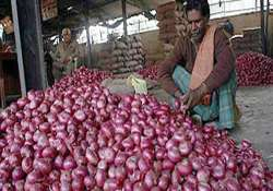 onion selling at rs 60 a kg in delhi markets price may go up