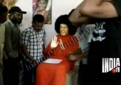 perfumed water comes out of sathya sai statue feet