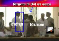 rjd mla slaps district official in jharkhand