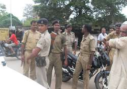 seven held with fake stamp papers worth rs.80 crore