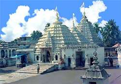 stone blocks fall from 300 yr old temple exterior in odisha