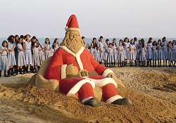 sudarshan patnaik makes a santa claus on puri sea beach