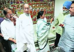 tmc alleges sfi supporter tried to attack mamata with iron