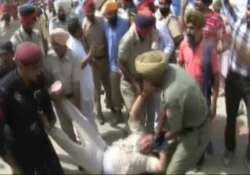 unemployed linemen shout slogans at punjab cm rally