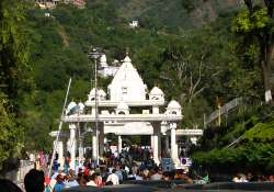 vaishnodevi yatra resumes after wildfire brought under