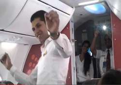 watch spicejet cabin crew spicing up holi with dance inside