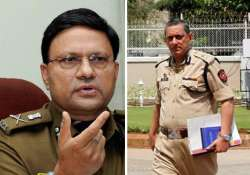 delhi police detain 3 ats men high drama follows