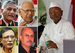 22 eminent people urge team anna to call off fast
