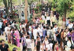 42 000 forms sold on first day of du registration