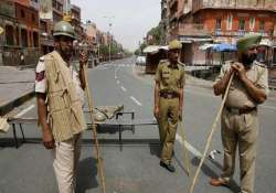 5 policemen among eight injured in clash 6 cops sent to line